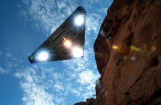 Triagular_UFO_OrbLightsAngelsWatching